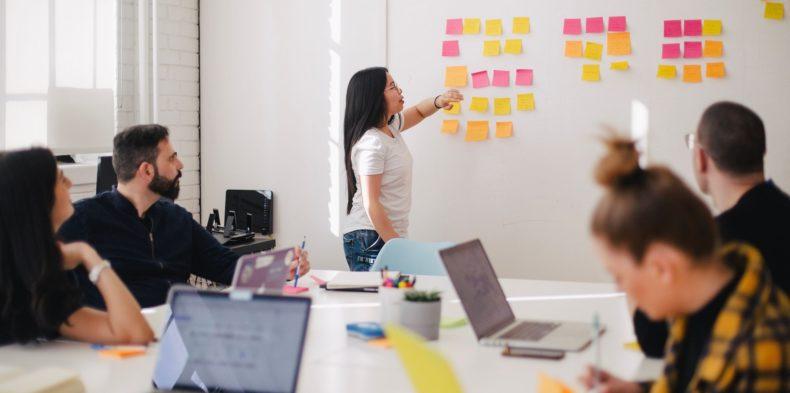Zarządzaj poprzez budowanie zaangażowania pracowników