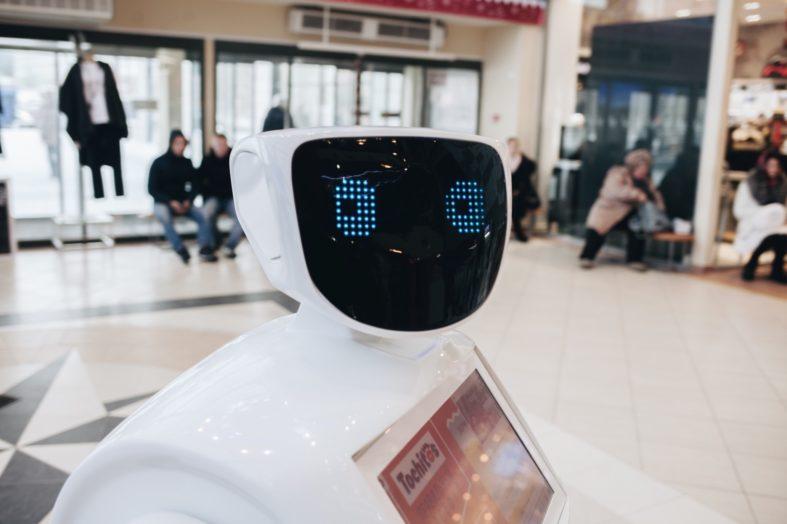 Ci, którym roboty zabiorą pracę, będą zarabiać więcej – prognoza na 2025 rok