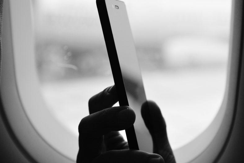 Home office z telefonem w ręku – epidemia wydłużyła służbowe rozmowy nawet o 4 godziny