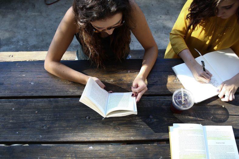 Młodzi ludzie wybierają studia pod kątem swoich pasji