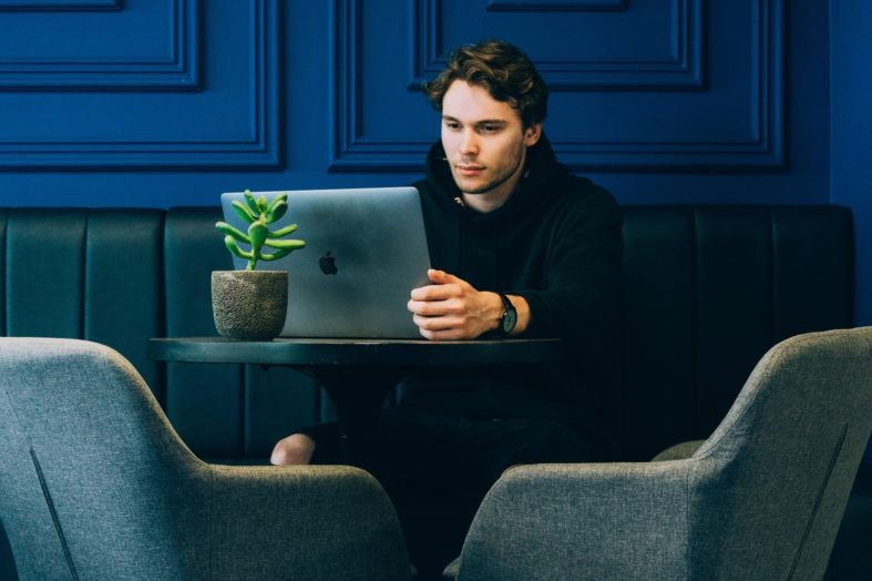 """Oczekiwania """"Zetek"""" a wyzwania rekruterów – jak rekrutować Pokolenie Z?"""