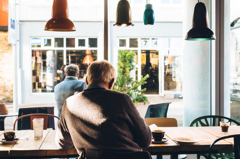 Ponad milion seniorów na rynku pracy. Jak dorabiają do emerytury i na jakie zarobki mogą liczyć?
