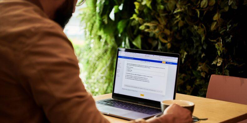 Employee Advocacy – jak wspierać nowych pracowników i dbać o wizerunek  organizacji